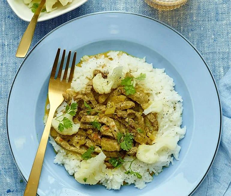 Biffgryta med kokosmjölk och curry