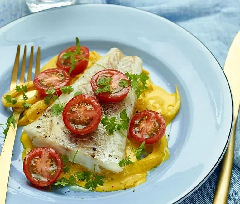 Torsk och krämig fänkål med saffran och tomat