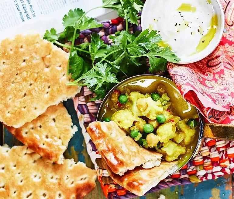 Indisk vegocurry med vitlöksdoftande hönökaka