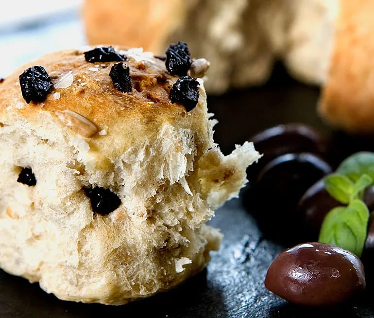 Små brytbröd med oliv