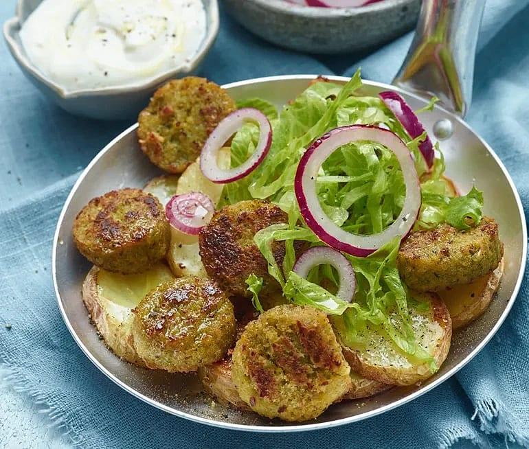 Falafel med vitlöksyoghurt och rostad potatis