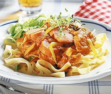 Pasta med chorizo- och tomatsås