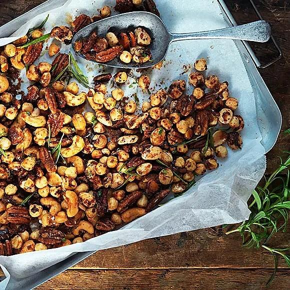 Sötsalta nötter med rosmarin