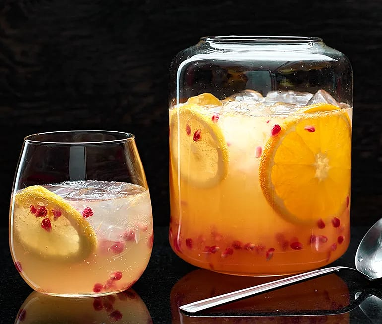 Mousserande fruktdrink med granatäpple