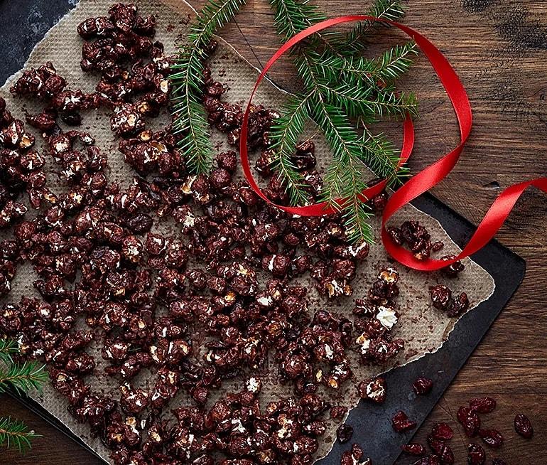 Chokladpopcorn med kanel och tranbär