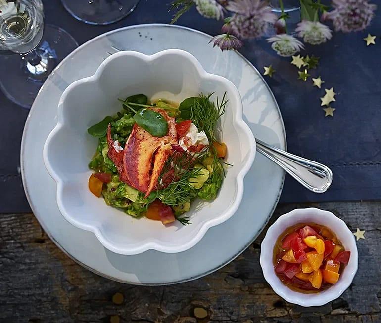 Skaldjur med ärtguacamole och tomatvinägrett