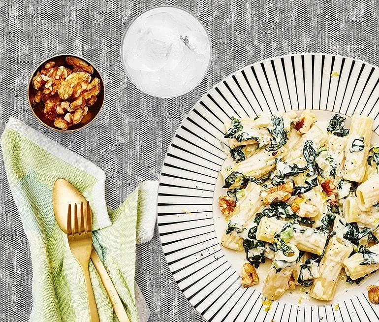 Pasta med svartkål, gorgonzola och valnötter