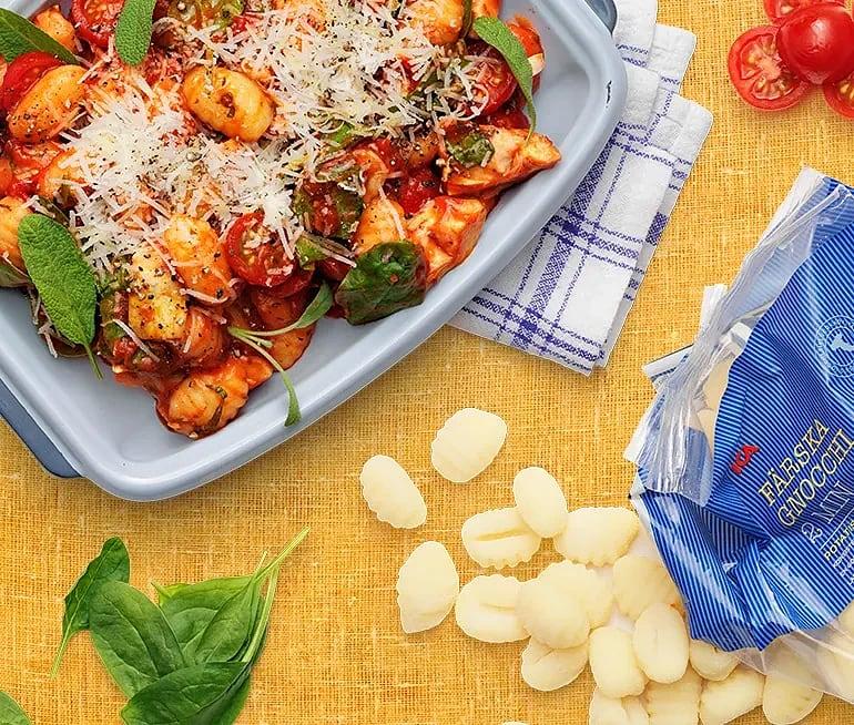 Gnocchi med tomat, grönpeppar, salvia och kronärtskocka