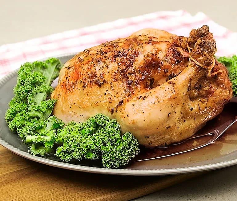 Helstekt kyckling med salvia och citronstuffing