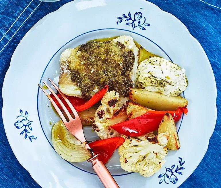 Pestobakad fisk och halloumi med rostad blomkål