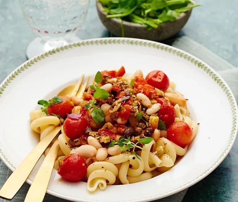 Pasta med tomat och cannellinibönor