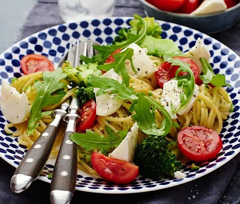 Spaghetti med ärt- och ruccolapesto