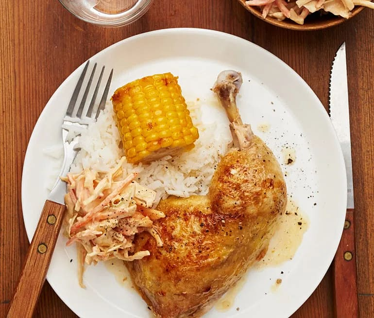 Kycklingklubba med majskolv och cole slaw