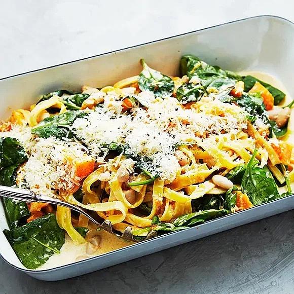 Krämig pasta med rosmarin, pumpa och vita bönor