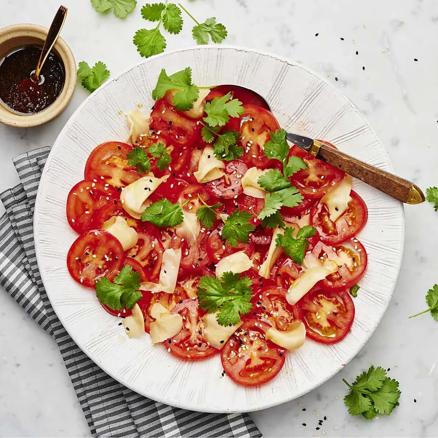 Tomatsallad med inlagd ingefära, sesam och koriander