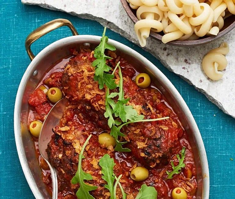 Färslimpa med tomatsås och oliver