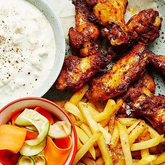 BBQ-wings med ädelostdipp