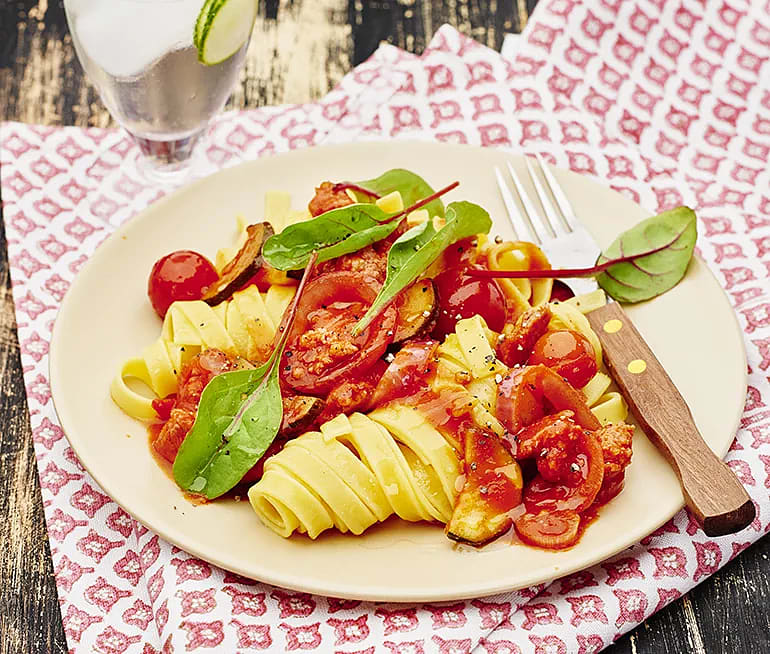 Salsicciapasta med zucchini och mangold