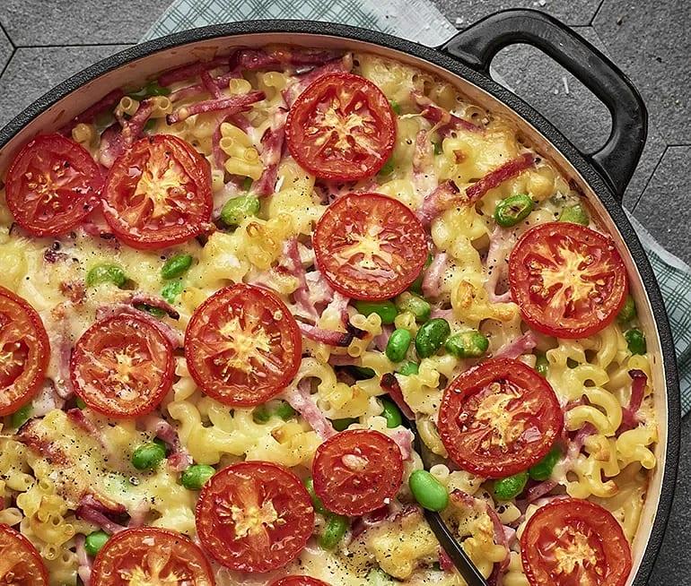 Makaronipudding med skinka och tomat