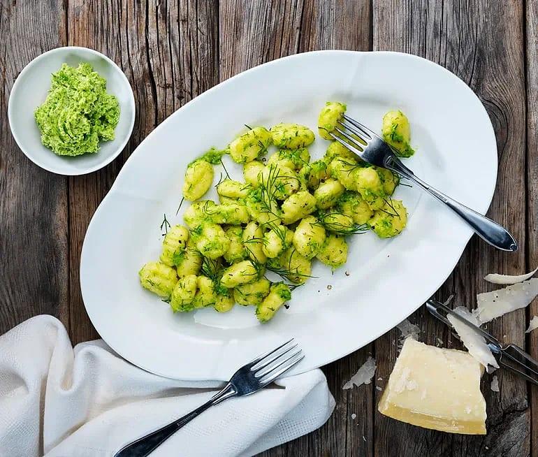 Gnocchi med grönt ärt- och örtsmör