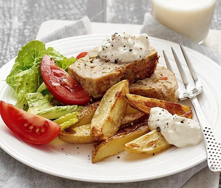 Kycklingfärslimpa med fetayoghurt