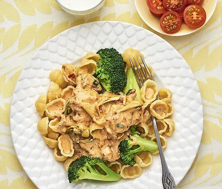 Tonfiskpasta med broccoli och tomat
