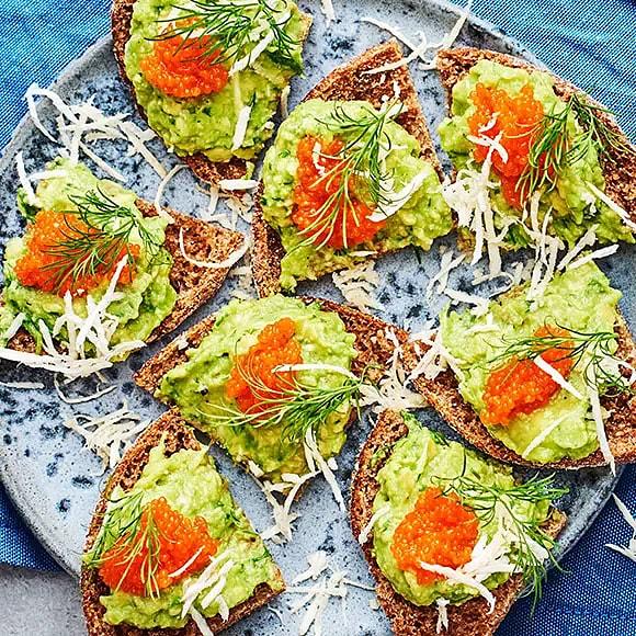 Veganska snittar - avokadosnittar med pepparrot och dill