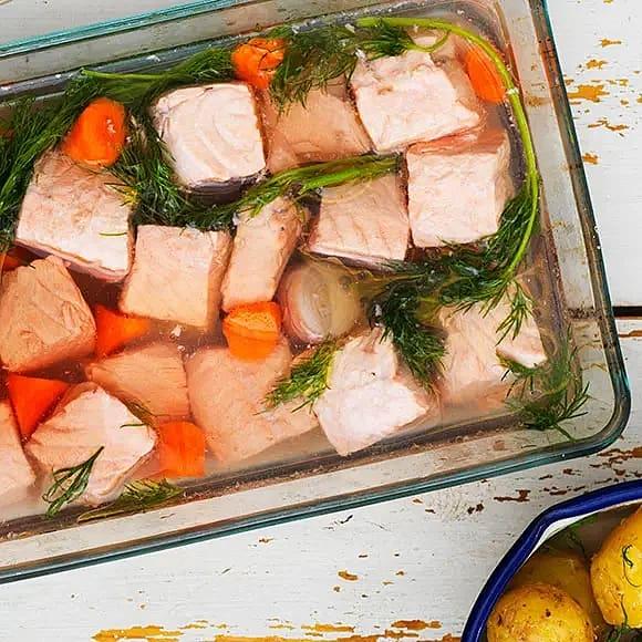 Inkokt lax med mandelstekt sparris och dillmajonnäs
