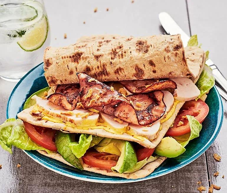 Club sandwich på tunnbröd