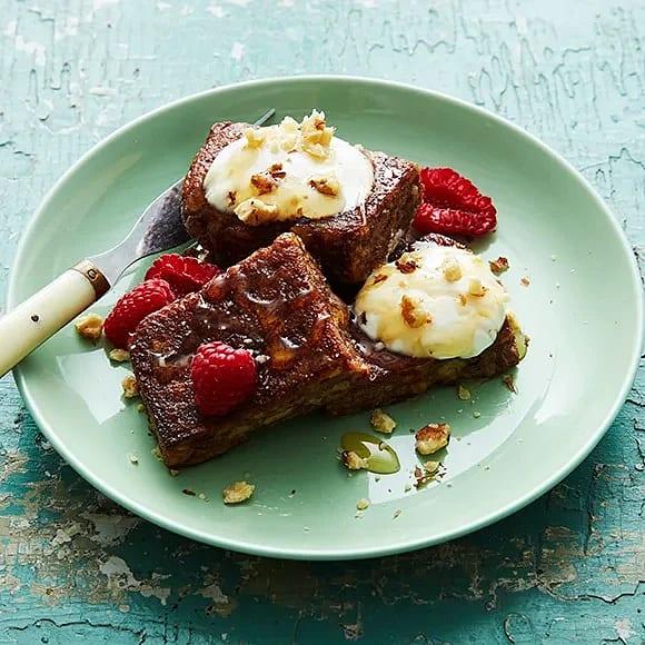 Stekt gröt med yoghurt, honung och nötter