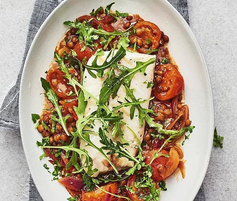 Ugnsbakad torsk med linser och tomat
