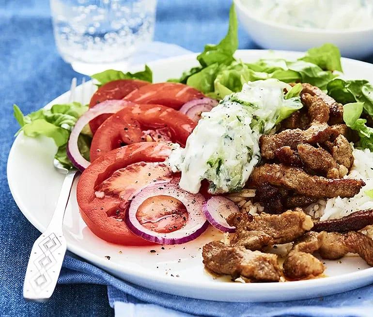 Kebab med tzatziki och sallad