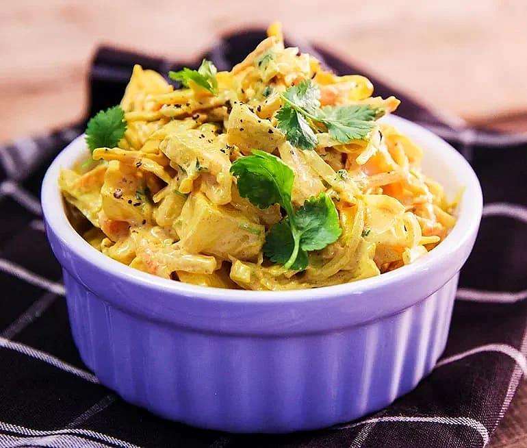 Coleslaw med curry och mango