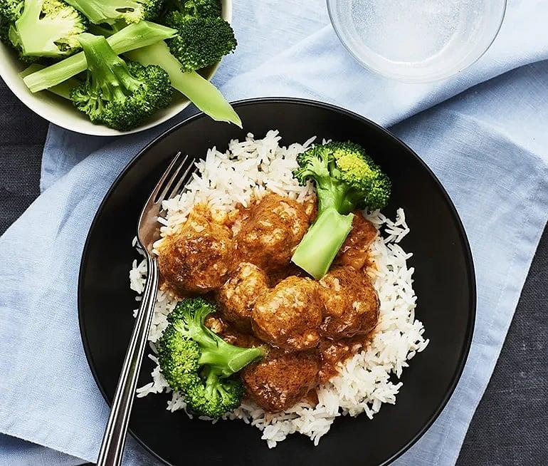 Köttbullar Tikka Masala med broccoli