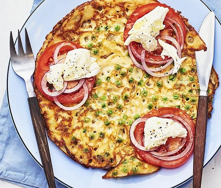 Ärtpannkakor med tomat och mozzarellassallad