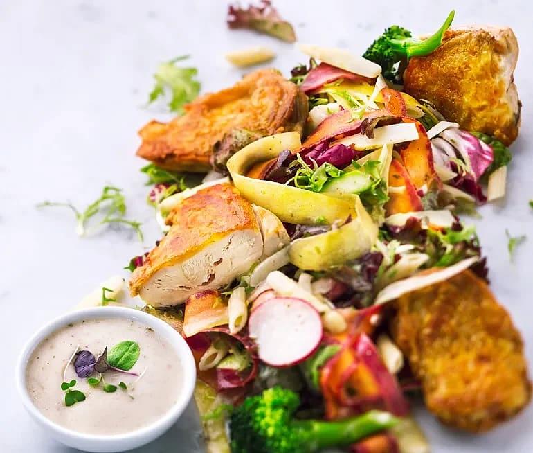 Kyckling- och pastasallad med örtvinägrett