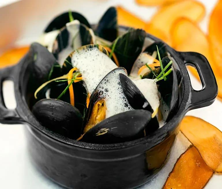 Moules frites med musselsås