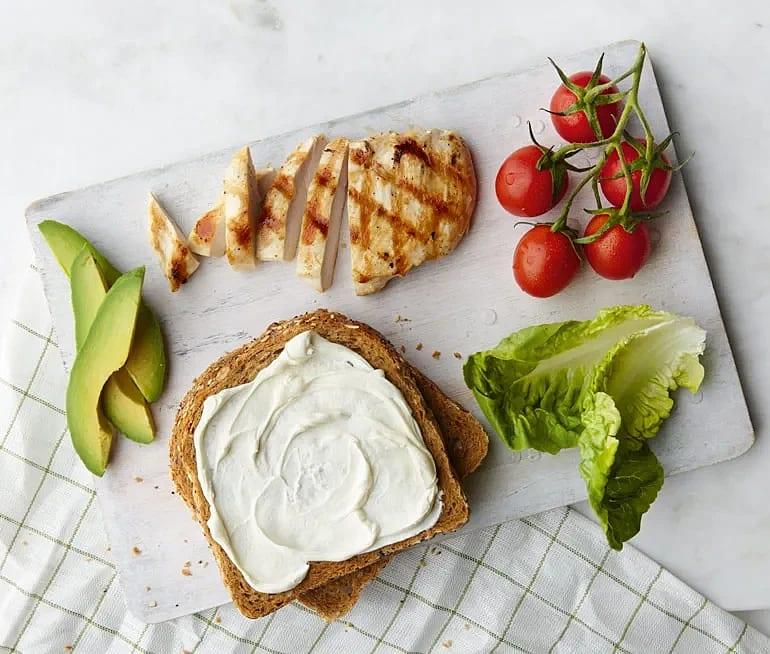 Club Sandwich med färskost och kycklingfilé