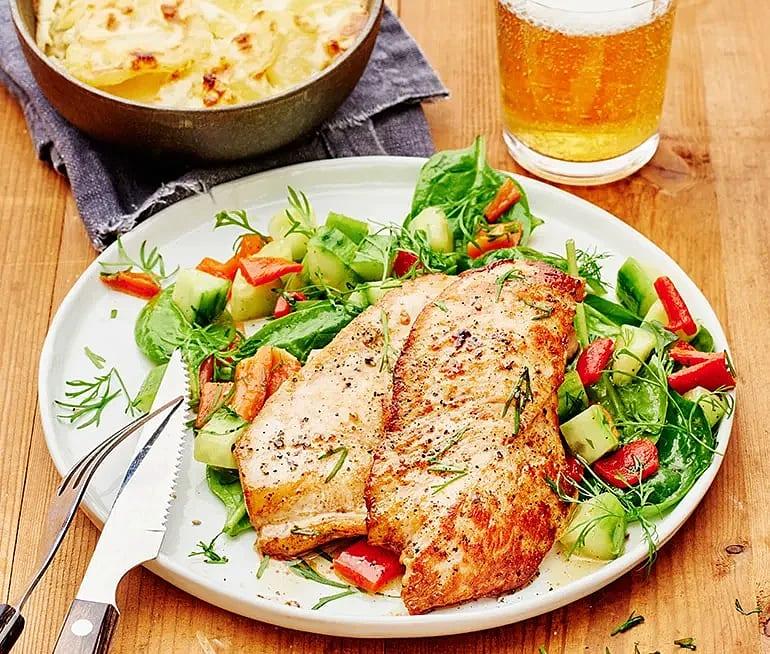 Kycklingfilé med dillmarinerad gurka och paprika
