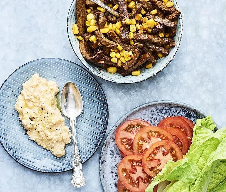 Kryddstekt majs och ryggbiff med kikärtsröra