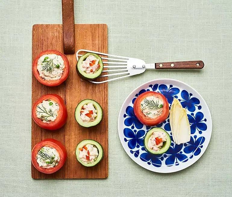 Fyllda tomater och gurkstubbar