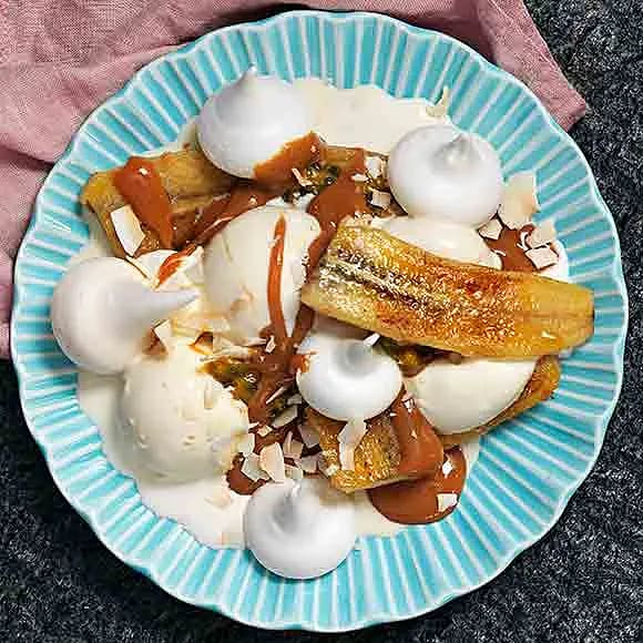 Marängsviss med banan, karamell och passionsfrukt