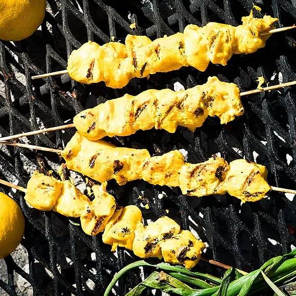 Kryddiga kycklingspett med saffran