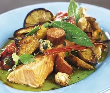 Chorizoconfiterad lax med rostade grönsaker