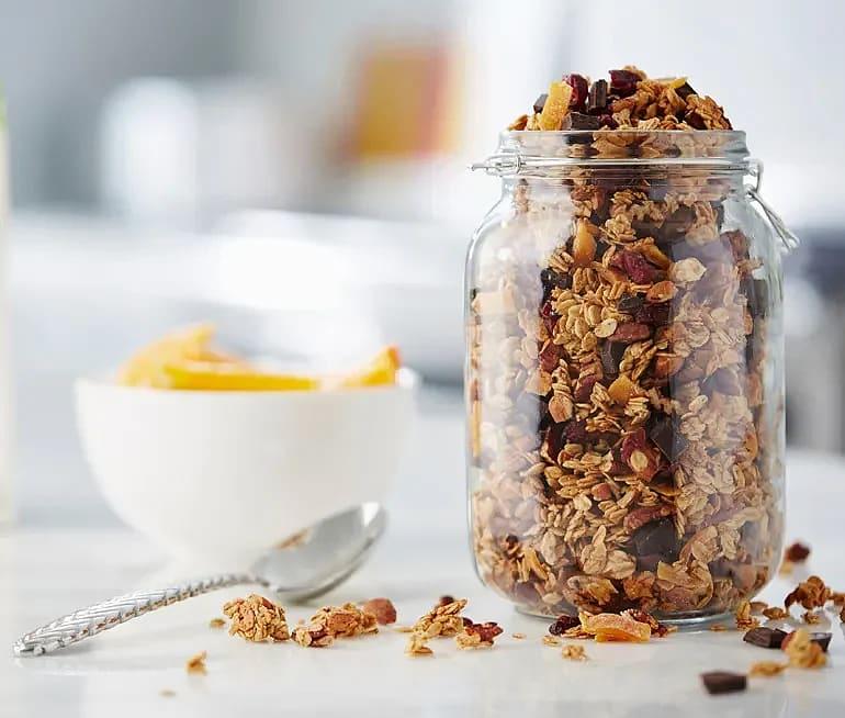 Ljuvlig granola med apelsin, pecannötter och mandlar