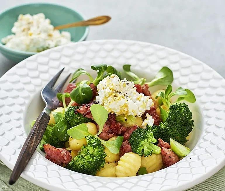 Gnocchi med salsiccia, broccoli och ricotta