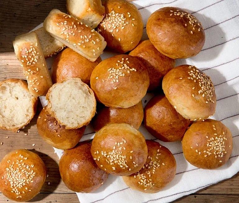 Hamburgerbröd bakade med majonnäs