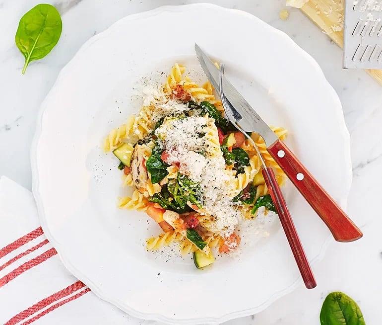 Fusilli med kyckling, zucchini och spenat