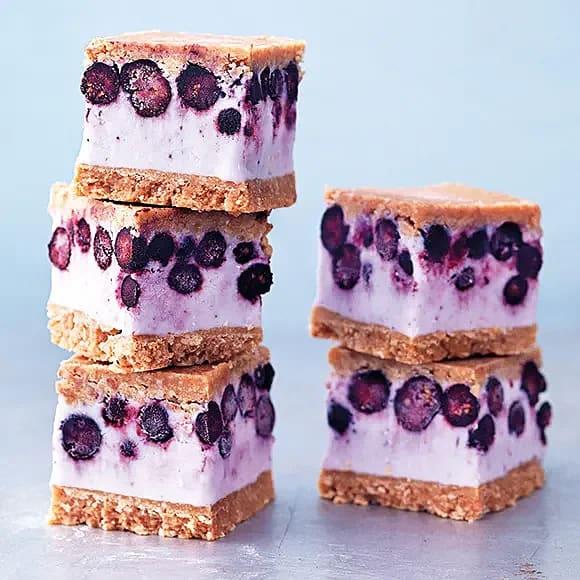 Fryst cheesecakesandwich med blåbär