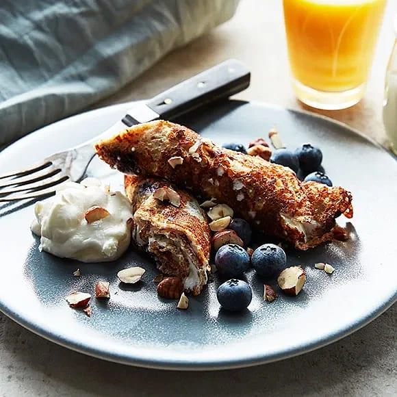 Rågpannkaka med blåbär och hasselnötter